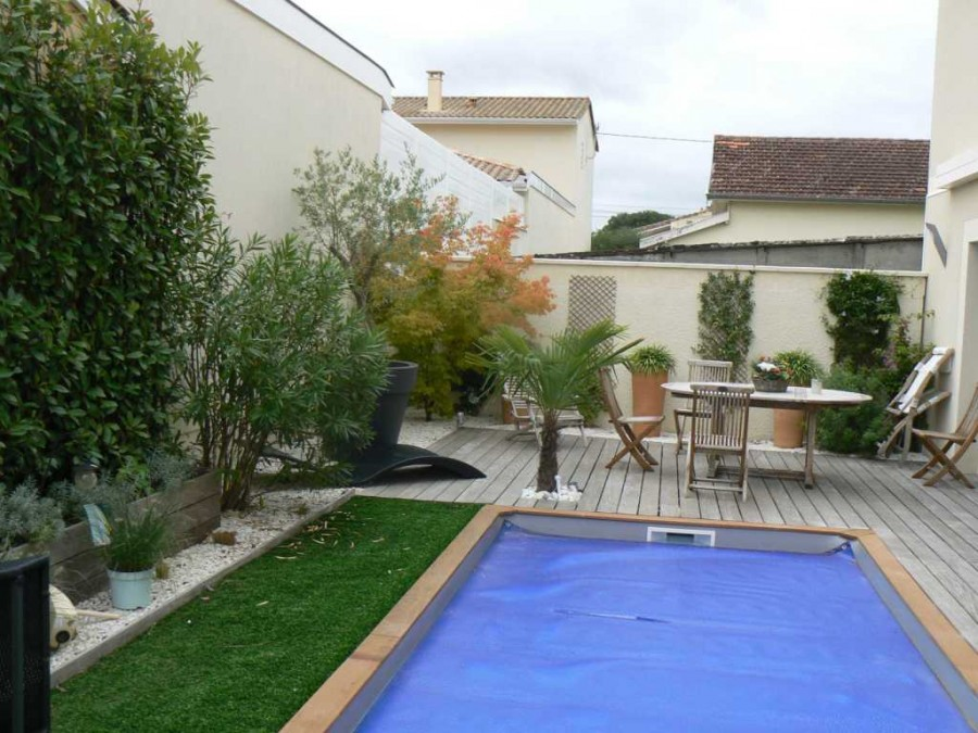 Fans de bassins et jardins for Amenagement autour piscine